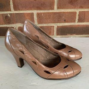 Like new Aerosoles in shape tan leather pump heels